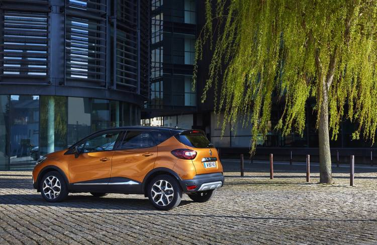 4 claves sobre el nuevo renault captur h brido con el motor del mercedes clase a y. Black Bedroom Furniture Sets. Home Design Ideas