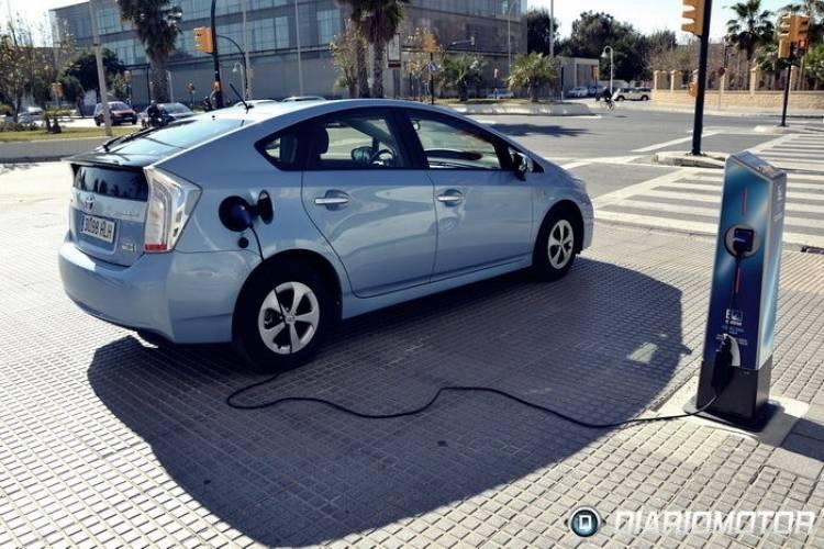 Diariomotor prueba en Twitter el Toyota Prius Plug-In Hybrid. Cuéntanos todas tus dudas