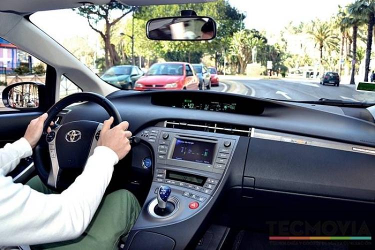 Toyota Prius Plug-In Hybrid, a prueba (I): híbrido y eléctrico en un sólo botón