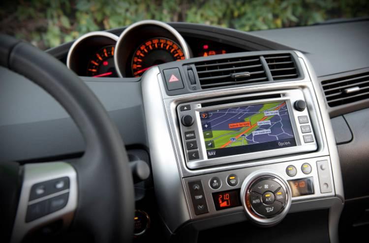 Toyota Verso 2012 1