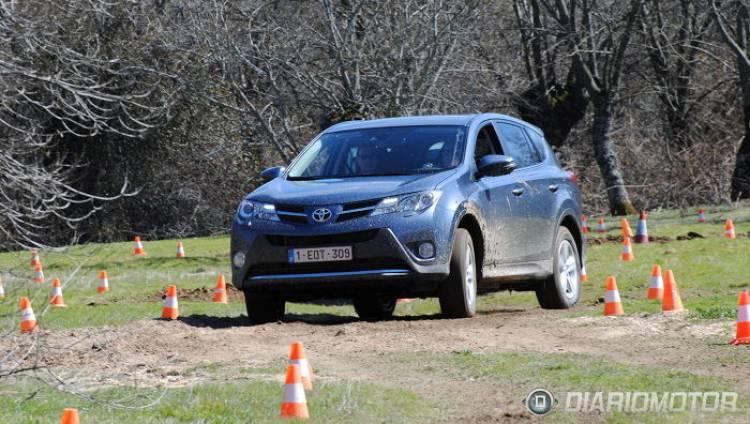 Toyota RAV4, presentación y prueba offroad en Madrid: ¿qué tal se desenvuelve entre el barro?