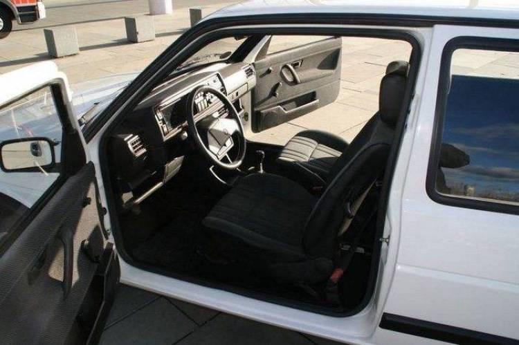 El Volkswagen Golf de 1990 de Angela Merkel, a la venta