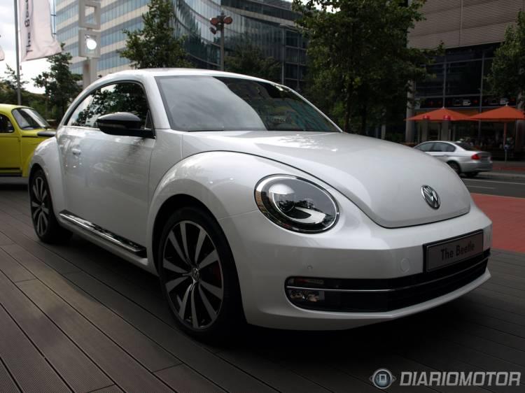 Volkswagen_New_Beetle_2012-024