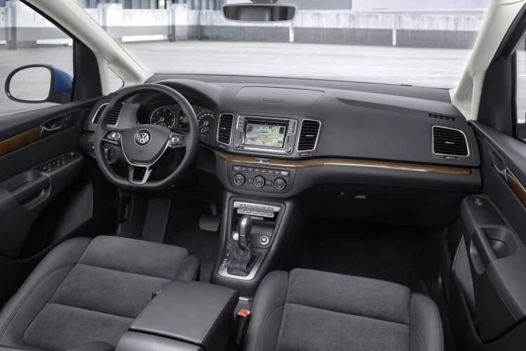 Volkswagen_Sharan_2015_facelift_DM_2