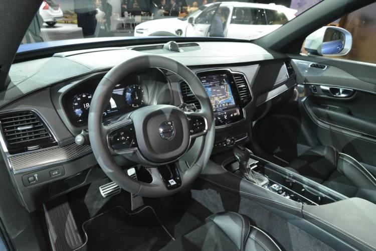 Volvo_XC_90_R-design_DM_detroit_3