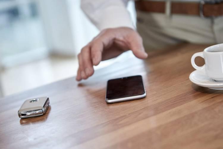 Volvo_keyless_smartphone_DM_8