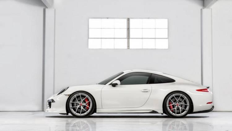 Vorsteiner viste con un nuevo paquete aerodinámico al Porsche 911