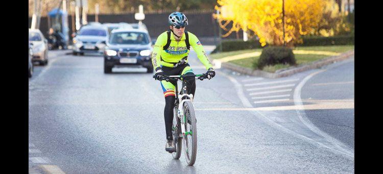 Adelantar Ciclistas Linea Continua