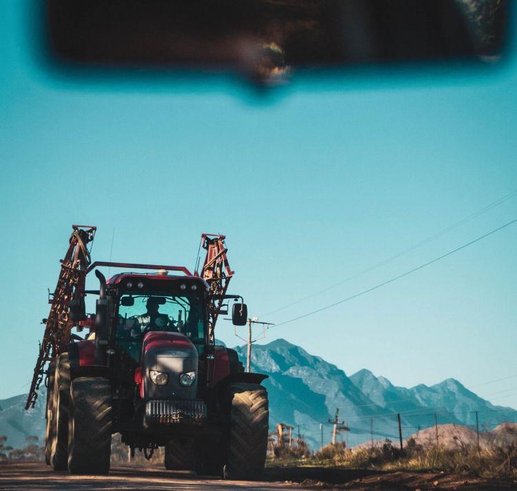 Adelantar Linea Continua Tractor