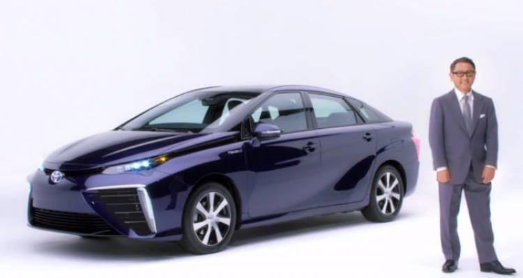 Akio Toyoda se encarga de presentarnos, en vídeo, al Toyota Mirai