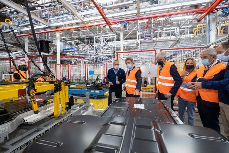 O Titular Do Goberno Galego Visita A Liña De Produción Da Versión Eléctrica Dos Vehículos Comerciais Lixeiros Producidos Na Planta De Stellantis