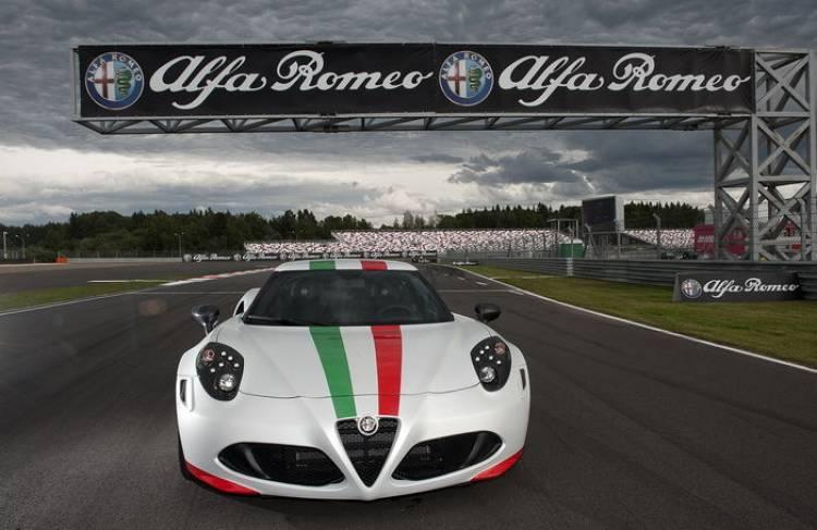 El Alfa Romeo 4C se convierte en Safety Car para el mundial de Superbikes