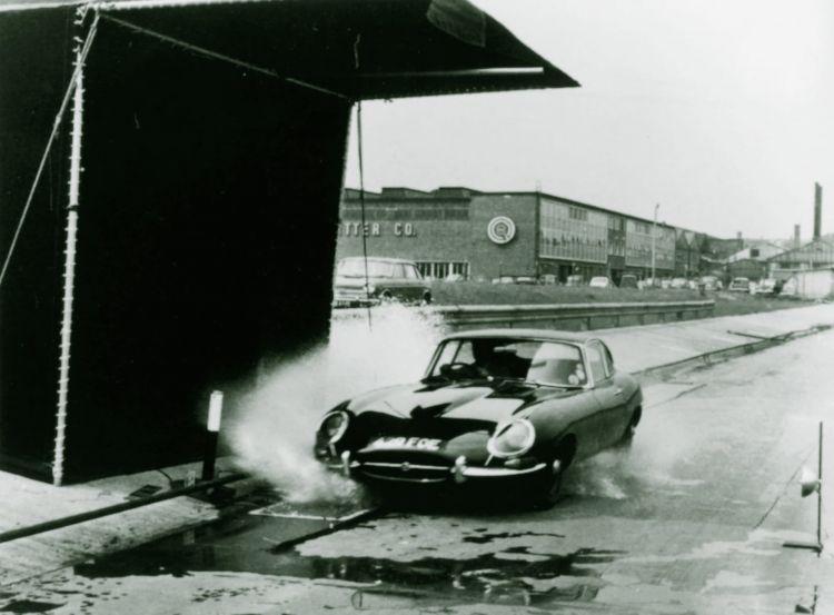 Aquaplaning Conducir Lluvia Salpicar Chargo Jaguar E Type