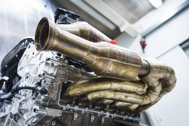 Aston Martin Valkyrie Motor V12 1218 013