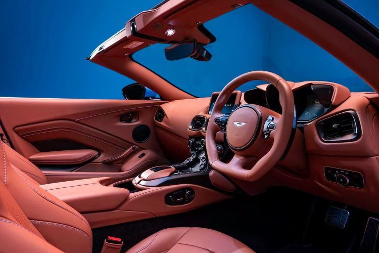 Aston Martin Vantage Roadster 0220 011