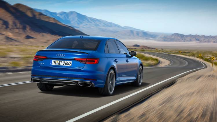 Audi A4 2018 11