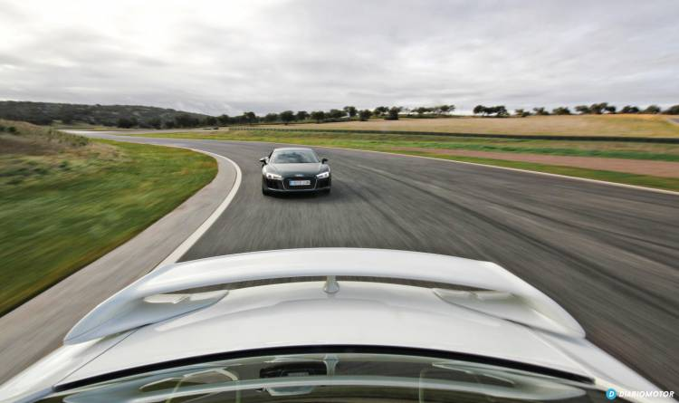 Audi R8 vs Nissan GT-R