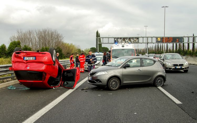 Autopilot Testa Investigacion Accidente Vehiculos Emergencias 02