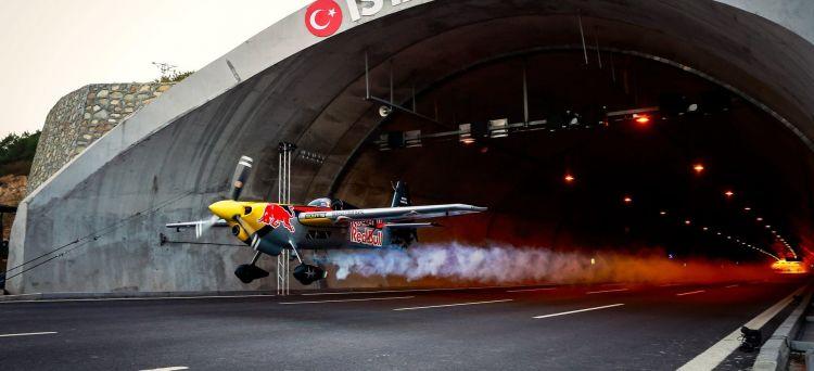 Avion Tunel Video