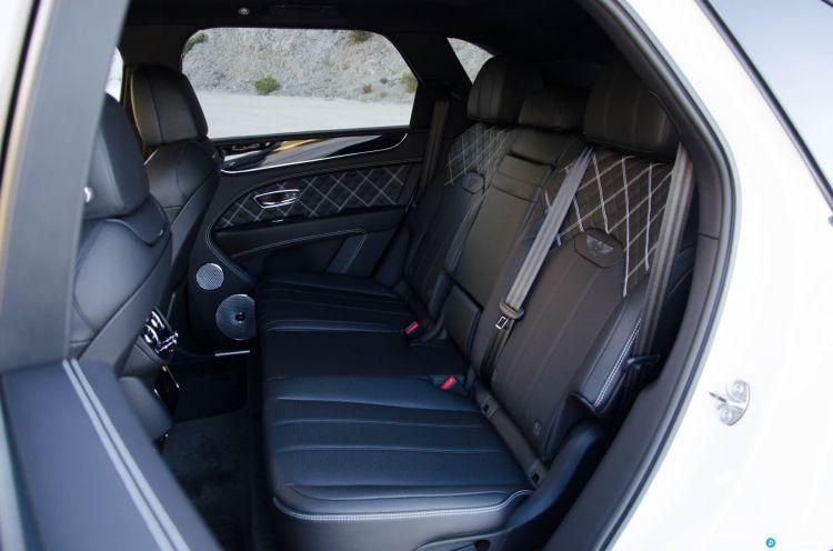 Bentley Bentayga V8 2021 0321 014 Asientos Traseros