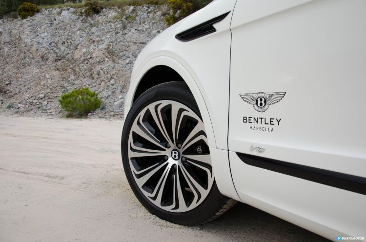 Bentley Bentayga V8 2021 0321 026 Llanta Neumatico