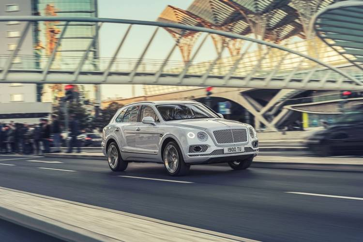 bentley_bentayga_plug_in_hybrid_0318_001