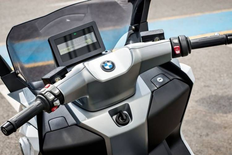 BMW C Evolution: maxi-scooter eléctrica de prestaciones electrizantes
