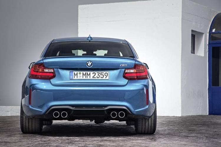 bmw-m2-coupe-2016-13