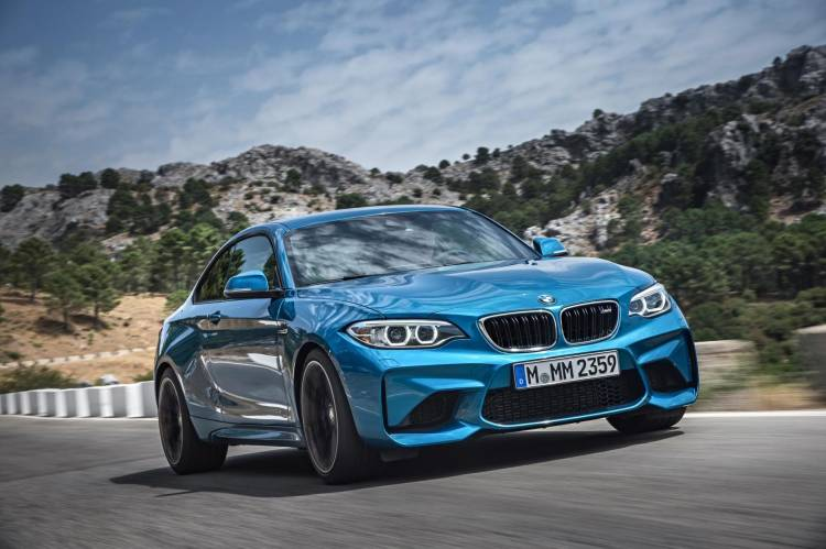 bmw-m2-vs-kia-stinger-dm-3