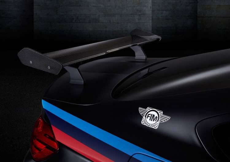 bmw-m4-coupe-2015-safety-car-motogp-12-1440px