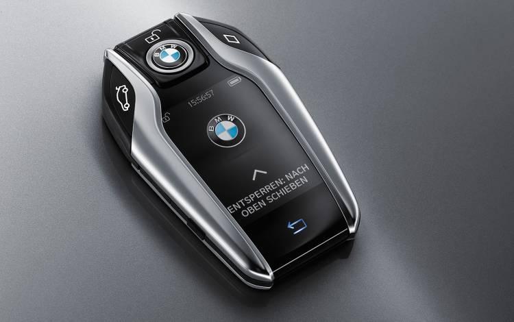 bmw-serie-7-2015-aparcamiento-control-distancia-06-1440px