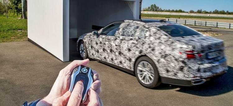 bmw-serie-7-aparcamiento-autonomo-180415-01_1440x655c-1440px