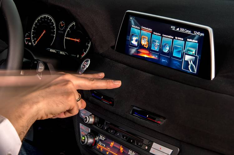 bmw-serie-7-idrive-touch-19-1440px