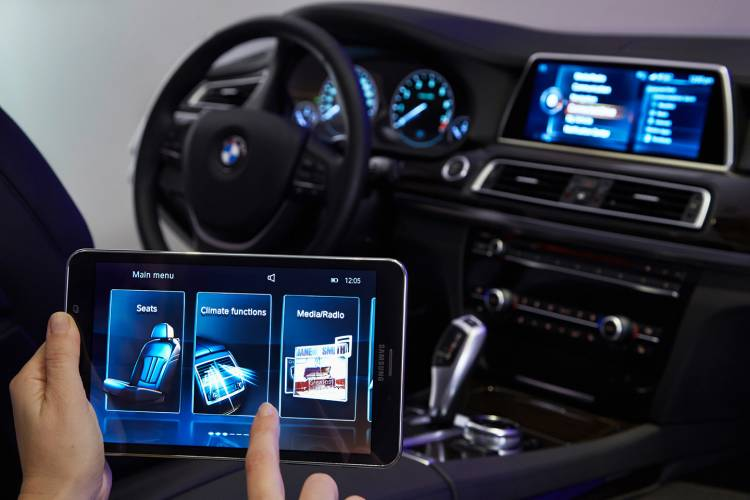 bmw-touch-comand-08-1440px