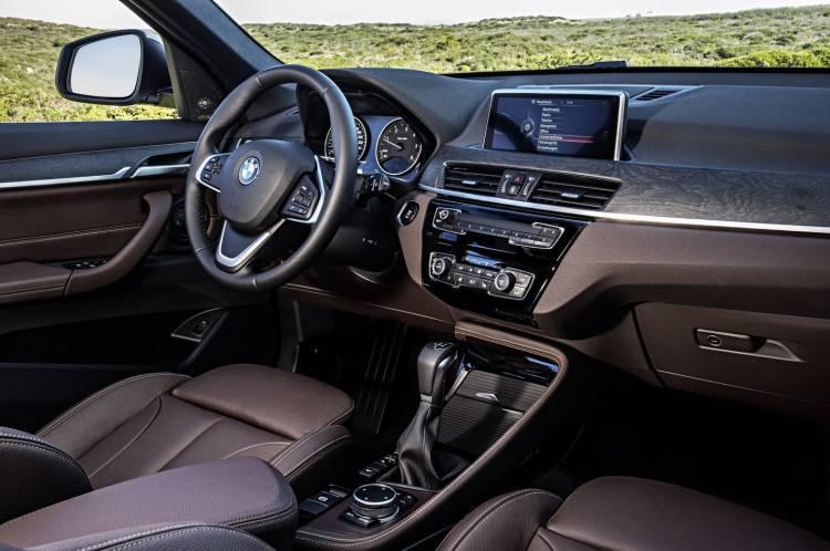 bmw-x1-2016-interior-19
