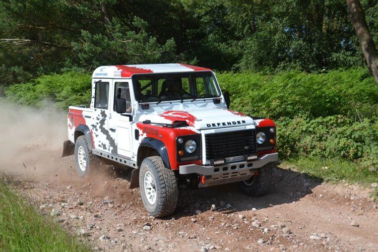 Bowler Land Rover 1219 011