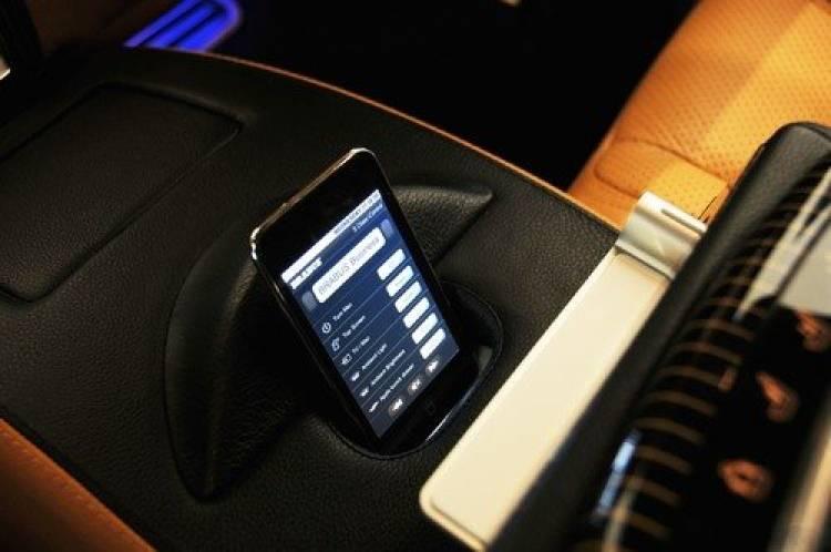 Brabus iBusiness SV12 R, tecnología Apple y 750 CV de potencia