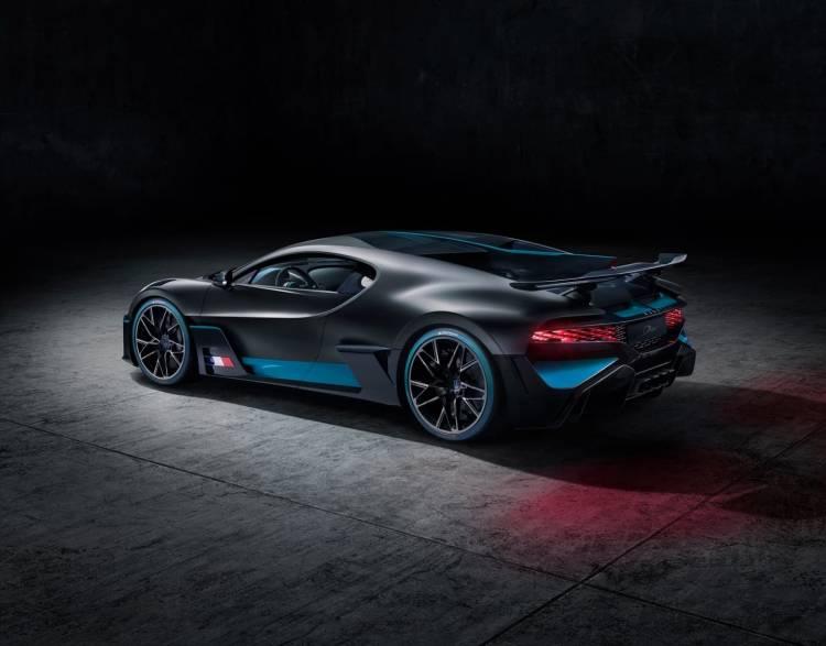 Bugatti Divo 0818 026