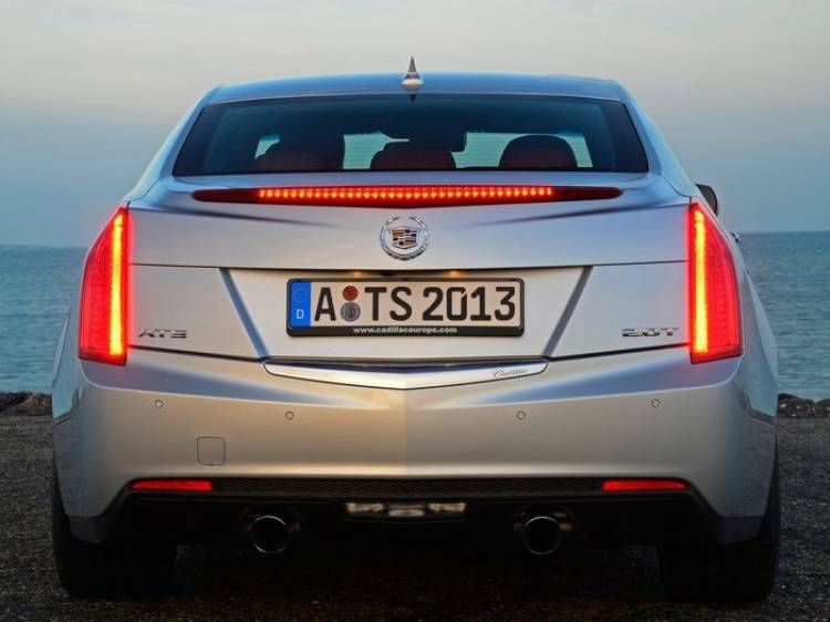 El Cadillac ATS-V no piensa ceder fácilmente ante el BMW M3