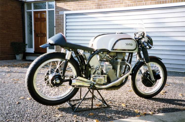 cafe-racers-curved-2