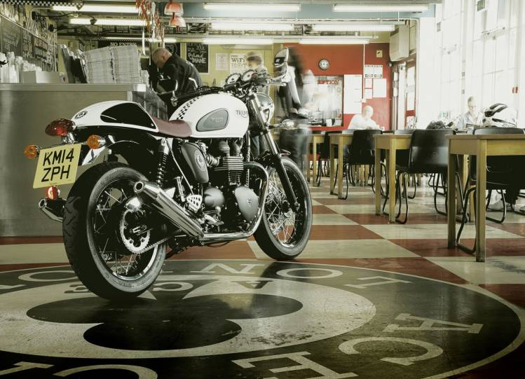 cafe-racers-curved-3