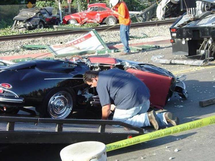 Un tren de mercancías arrolla un camión con Porsche clásicos en Estados Unidos