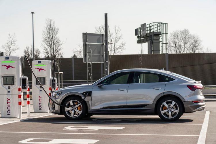 Cargar Coche Electrico Audi E Tron