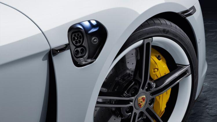 Cargar Coche Electrico Porsche Taycan Conector