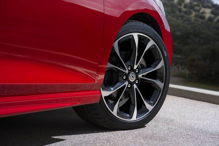 """2019 Cruze Hatch Rs Available, New 18"""" Machined Wheel."""