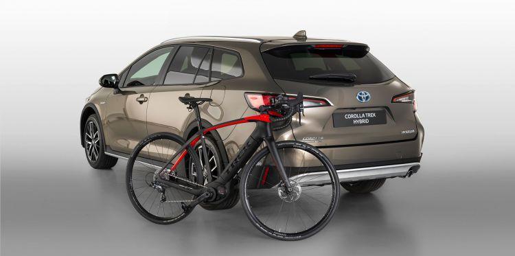 Ciclista Bicicleta Toyota Corolla Trek