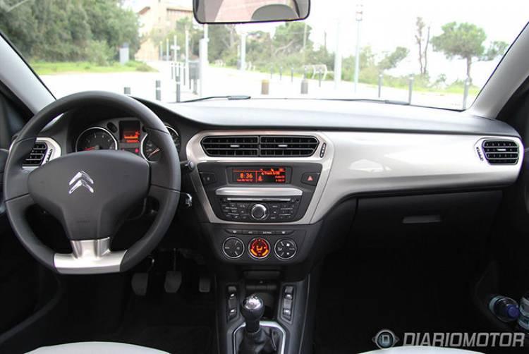 Citroën C-Elysée, prueba en Barcelona: volante y salpicadero