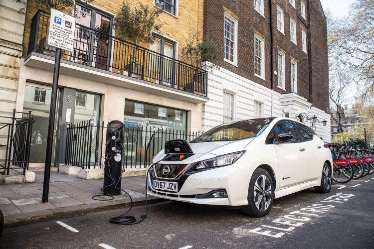 Coche Electrico Nissan Leaf Cargador