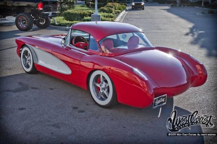 Atentado contra un Corvette clásico, perpetrado por will.i.am y West Coast Customs