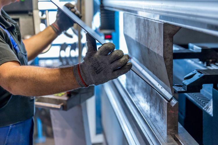 Crisis Metal Acero Industria Fabrica Plegadora 01
